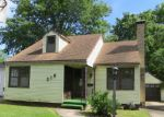 Foreclosed Home in Topeka 66611 315 SW COUNTRY CLUB DR - Property ID: 3702969